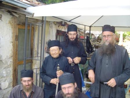 Ruscy mnisi z atoskiego Skitu pw św. Archanioła Michała. Skit prowadzi znany w Rosji mnich-starzec Rafaił (Bierestow).